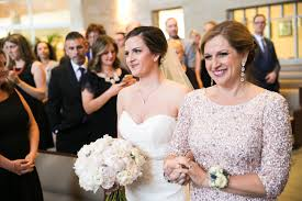 10 Amazing Ways To Honor Mom At Your Wedding